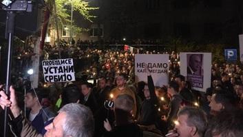 Ismét utcára vonultak a tüntetők Belgrádban - illusztráció