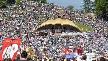 Még pályázhatnak támogatásra a csíksomlyói pápalátogatásra utazó fiatalok - illusztráció
