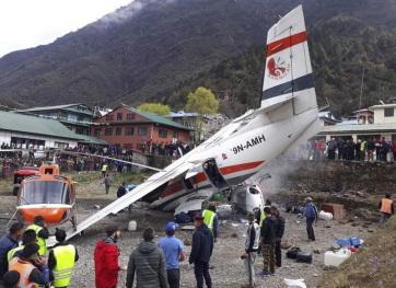 Lezuhant egy kisrepülő a Mount Everest közelében, többen meghaltak - A cikkhez tartozó kép