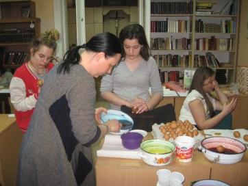 Húsvéti kreativitás a nagybecskereki leánykollégiumban - A cikkhez tartozó kép