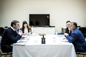 Vučić munkavacsorán fogadta Orbánt Palicson - A cikkhez tartozó kép