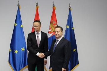 Szerb-magyar csúcstalálkozó: Dačić Szijjártóval tárgyalt az együttes kormányülés előtt - A cikkhez tartozó kép