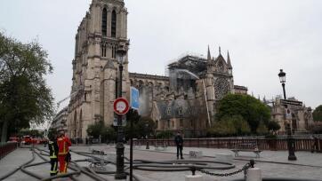 Sikerült megmenteni a Notre Dame székesegyház szerkezetét és tornyait a teljes pusztulástól - A cikkhez tartozó kép