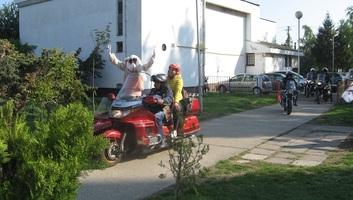 Muzslya: Motoros nyuszi járt a Hófehérke és a Tücsök óvodában - illusztráció