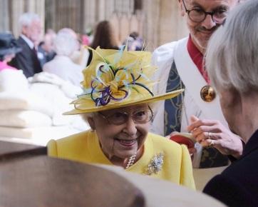 Nagycsütörtöki ajándékot osztott a brit uralkodó - A cikkhez tartozó kép