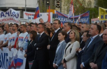 Napi fotó: Belgrádban, a szerb parlament előtti...