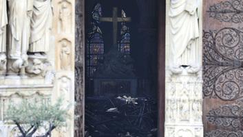 Notre Dame: A festményeket is megmentették, belpolitikai vita alakult ki a huszártorony újjáépítéséről - illusztráció