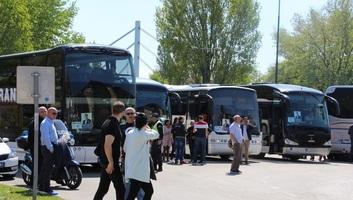 Több ezren indultak Újvidékről Belgrádba a nagygyűlésre - illusztráció