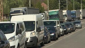 Torlódás a magyar-szerb határátkelőhelyeken, több órás várakozás - illusztráció