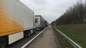 Csökken a kamionok várakozási ideje a határátkelőkön - illusztráció