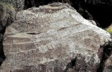 Kétezer eurós jutalom a kőve vésett felirat megfejtéséért - A cikkhez tartozó kép