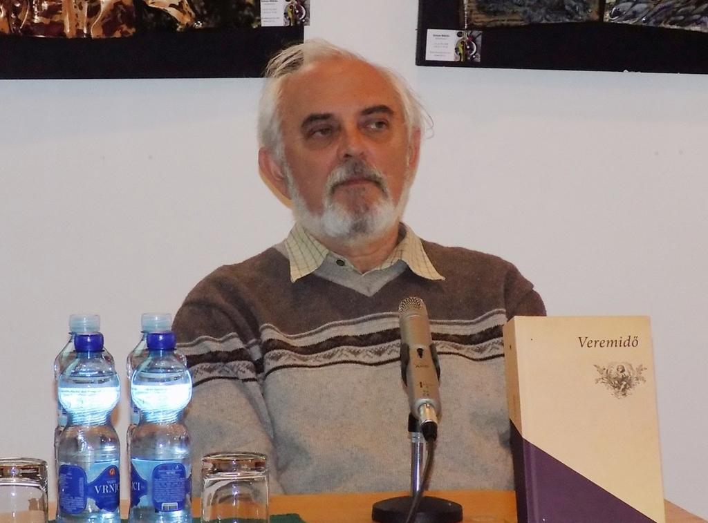 Mák Ferenc a zentai Alkotóházban megtartott kötetbemutatón