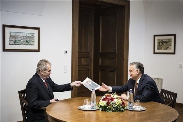 Milos Zeman cseh köztársasági elnök és Orbán Viktor kormányfő Budapesten, a Karmelita kolostorban