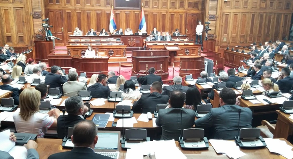Munka közben a szerb parlament