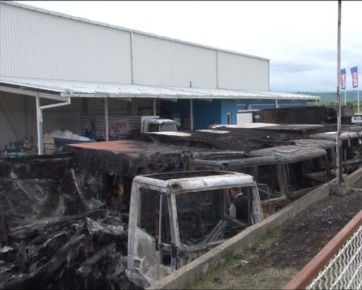 Niš: Hat hűtőkocsi teljesen kiégett, kettő pedig megperzselődött - A cikkhez tartozó kép