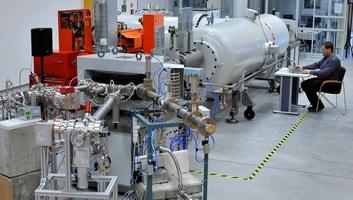 Kiépült a teljes Tandetron Laboratórium az MTA Atommagkutató Intézetében - illusztráció