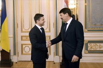 Áder János a kárpátaljai magyarok gondjairól is beszélt az új ukrán államfővel - A cikkhez tartozó kép