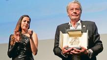 Alain Delon megkapta az Arany Pálma-díjat - illusztráció