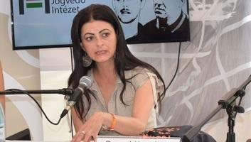 Felmentette a bíróság a beregszászi önkormányzat funkcionáriusát a magyar útlevele miatt kiszabott bírság megfizetése alól - illusztráció