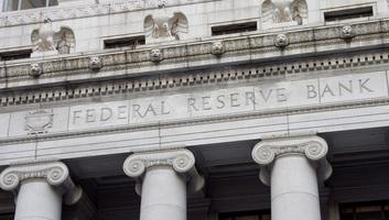 """Továbbra is """"türelmes"""" marad a Fed - illusztráció"""