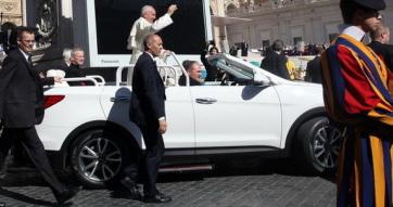 Sürgősségi kormányrendelettel engedélyezték Romániában a pápamobil egyedi rendszámát - A cikkhez tartozó kép