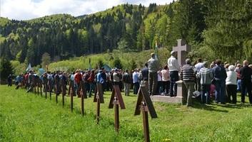 Úzvölgyi katonatemető: Házkutatásokat végez a rendőrség Bákó és Hargita megyében - illusztráció