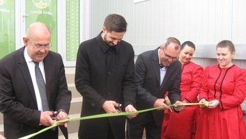Ünnepélyesen átadták a muzslyai Császárkert Kft. új üzemét, bejelentették a Prosperitati Alapítvány új pályázatait - illusztráció