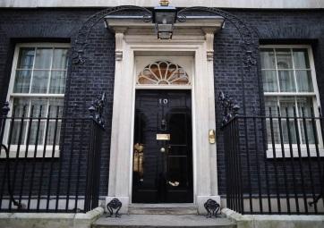 Theresa May távozik - és egyelőre marad - A cikkhez tartozó kép