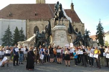 Úzvölgyi katonatemető: Román-magyar szolidaritási menetet rendeztek Kolozsváron - A cikkhez tartozó kép