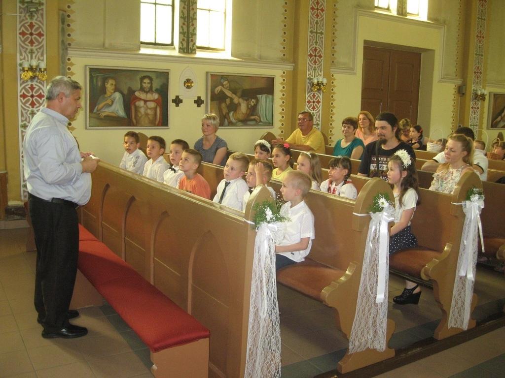 Kalapis Sztoján atya köszöntötte a gyerekeket