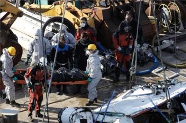 Eddig négy holttestet hoztak ki a felszínre emelt Hableány sétahajóról - A cikkhez tartozó kép