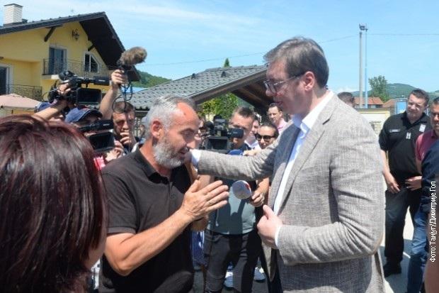 Vučić a helybeliekkel Krstacban