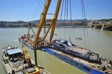 Budimpešta: Izvađena olupina potonulog turističkog broda - A cikkhez tartozó kép