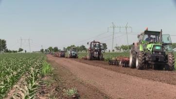 Összefogással járhatóvá tették a földes utat Orom és Csantavér között - A cikkhez tartozó kép