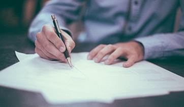 Ingyenes az iskolai iratkozáshoz szükséges dokumentumok hitelesítése a közjegyzőnél - A cikkhez tartozó kép