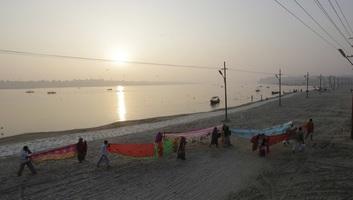 Mutatványa közben a Gangeszba merült egy indiai szabadulóművész - illusztráció