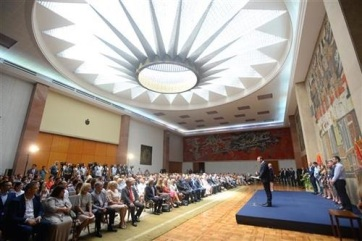 Vučić a fiatal orvosoknak és ápolóknak: Válasszátok Szerbiát, maradjatok itthon - A cikkhez tartozó kép