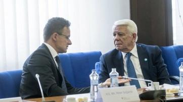 Az úzvölgyi katonai temetőről és az új román közigazgatási törvényről tárgyalt a magyar és a román külügyminiszter - A cikkhez tartozó kép
