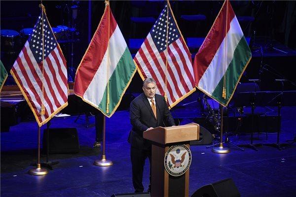 Orbán Viktor miniszterelnök beszédet mond az Egyesült Államok budapesti nagykövetségének fogadásán