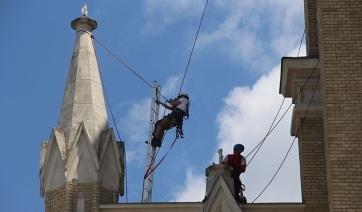 Újvidék: Hullik a templom vakolata, felújításra nincs pénz - A cikkhez tartozó kép