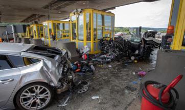 Magyar autósokat tarolt le egy BMW-s egy horvát autópálya kapujánál - A cikkhez tartozó kép