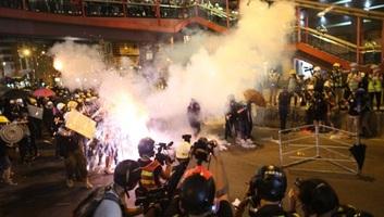 Újra tízezrek vonultak az utcára Hongkongban - illusztráció