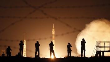 Összekapcsolódott a Nemzetközi Űrállomással a Szojuz űrkabin - illusztráció