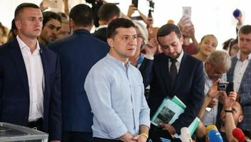 Az első részeredmények megerősítik az új ukrán elnök pártjának nagy arányú győzelmét - illusztráció