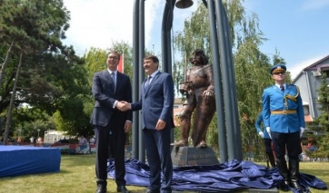 A magyar és a szerb államfő jelenlétében felavatták Hunyadi János zimonyi szobrát - A cikkhez tartozó kép