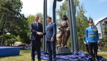 A magyar és a szerb államfő jelenlétében felavatták Hunyadi János zimonyi szobrát - illusztráció