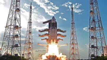 Sikeresen Föld körüli pályára állították a Csandraján-2 indiai holdszondát - A cikkhez tartozó kép