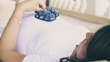 Hátrányos helyzetben az anyák, folyamatban a törvénymódosítás - illusztráció