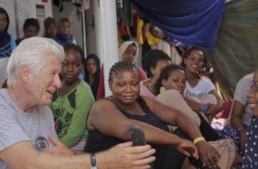 Menekülteknek segített olaszországi nyaralásán Richard Gere - A cikkhez tartozó kép
