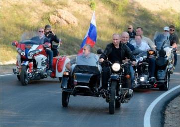Feljelentették Putyint sisak nélküli motorozásért - A cikkhez tartozó kép